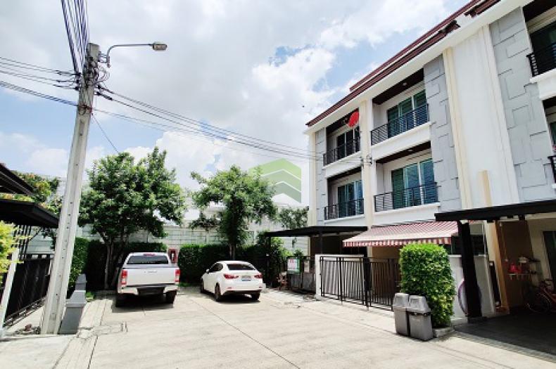 บ้านกลางเมือง รัชดา 36 ซอย เสือใหญ่อุทิศ ขายด่วน ทาวน์โฮม 3 ชั้น เนื้อที่ 29.40 ตร.ว แปลงริม ทำเลดี พร้อมอยู่อาศัย ต่อรองราคาได้
