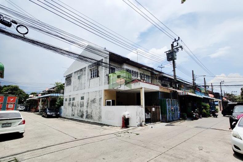 หมู่บ้าน สมใจวิลเลจ ซอยเฉลิมพระเกียรติ ร.9 ซอย 30 ขายด่วน ทาวน์เฮ้าส์ 2 ชั้น 20 ตร.ว แปลงมุม ติดถนนเมน หน้ากว้าง 5 เมตร ทำเลดี