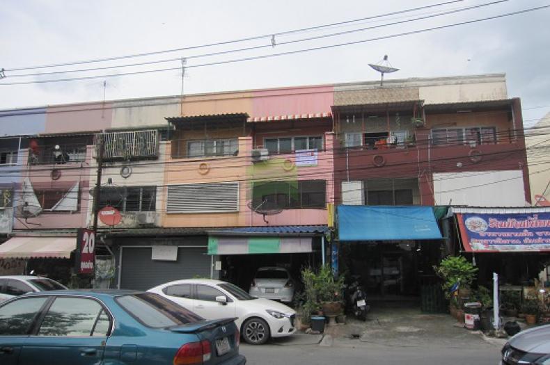 หมู่บ้านมโนรมย์ 4 Manorom 4 ขายด่วน อาคารพาณิชย์ 2.5 ชั้น 21.1 ตร.ว. ม.มโนรมย์ 4 ซ.เลียบคลองสอง 19 ถ.เลียบคลองสอง ถ.รามอินทรา ทำเลดี ค้าขายได้ อยู่หน้าตลาด ราคาไม่แพง ต่อรองได้