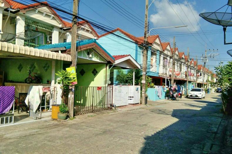 ++ขายด่วน++ ทาวน์เฮ้าส์ หมู่บ้านเลิศอุบล ลำลูกกา เนื้อที่ 16 ตร.ว. ถนนลำลูกกา ปทุมธานี สภาพใหม่ พร้อมอยู่