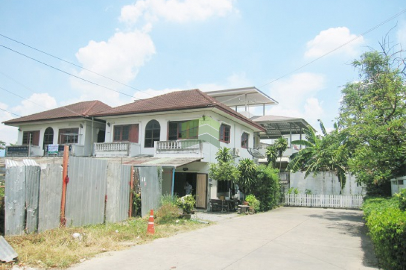 ขายด่วน บ้านเดี่ยว 2 ชั้น สตรีวิทยา 2 ซอย 11 ลาดพร้าว  หลังใหญ่ 5 ห้องนอน ราคาถูก ต่อรองได้