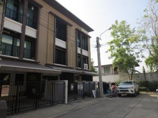 N0600740, ขาย หมู่บ้าน บ้านกลางเมือง กัลปพฤกษ์ ทาวน์โฮม 3 ชั้น เนื้อที่ 18.10 ตร.ว. หันหน้าทิศตะวันออก                                 ถ.กาญจนาภิเษก  บางหว้า เขตภาษีเจริญ จ.กรุงเทพฯ