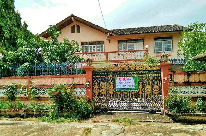 ขายด่วน บ้านเดี่ยว 2 ชั้น หมู่บ้าน แดนทอง ศาลธนบุรี27 กัลปพฤกษ์  เนื้อที่ 82.30 ตร.ว. ถนนกำนันแม้น บางหว้า  ภาษีเจริญ จ.กรุงเทพฯ