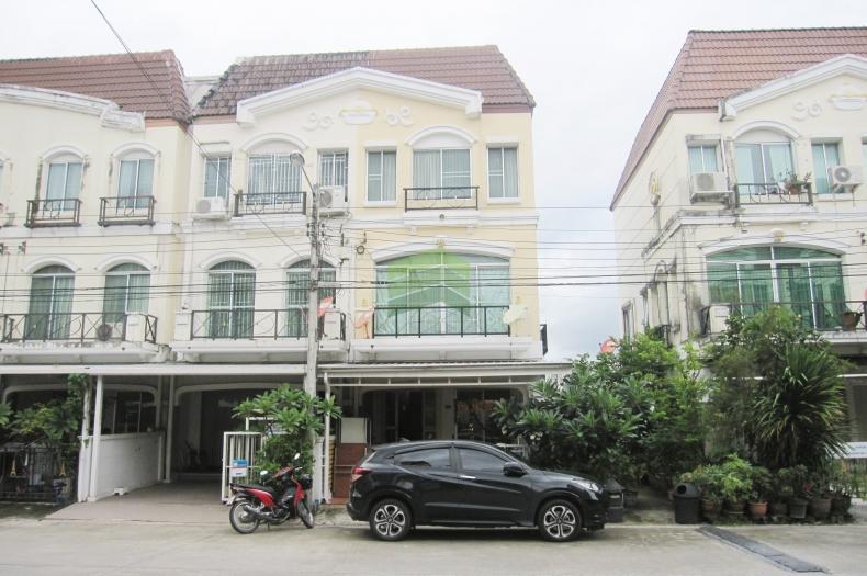หมู่บ้านกลางเมือง เดอะปารีส กรุงเทพกรีฑา7 ขายด่วน ทาวน์โฮม 3 ชั้น หลังมุม 21.30 ตร.ว ติดถนนเมน ราคาถูก พร้อมอยู่อาศัย