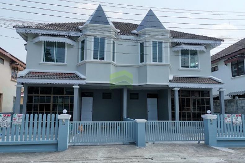 ขายด่วน บ้านแฝด 2 ชั้น หมู่บ้าน คันทรีอินทาวน์ ท่าอิฐ ไทรม้า  เนื้อที่ 35 ตร.ว  ถนนรัตนาธิเบศร์ เมืองนนทบุรี รีโนเวทใหม่ทั้งหลัง สวย พร้อมอยู่