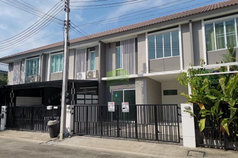 หมู่บ้าน พฤกษาวิลล์ 79 พหลโยธิน- รังสิต ขายด่วน ทาวน์เฮ้าส์ 2 ชั้น เนื้อที่ 18.70 ตร.ว  ถนน เลียบคลองเปรมประชากร สวนพริกไทย เมือง ปทุมธานี บ้านใหม่ ไม่เคยเข้าอยู่