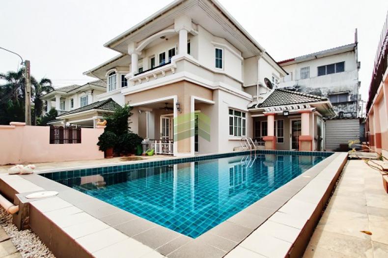 หมู่บ้านกรองทอง พาวิลเลี่ยน ลาดพร้าว  71 ขายด่วน บ้านเดี่ยว 2 ชั้น 78.6 ตร.ว แปลงริม มีสระว่ายน้ำภายในบ้าน ทำเลดี สามารถต่อรองได้